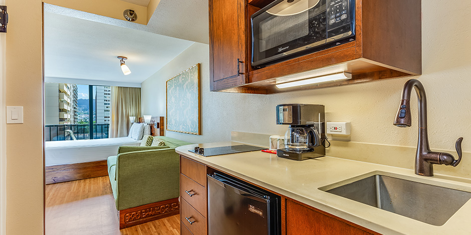 Deluxe City View Studio Kitchenette at Bamboo Waikiki Hotel