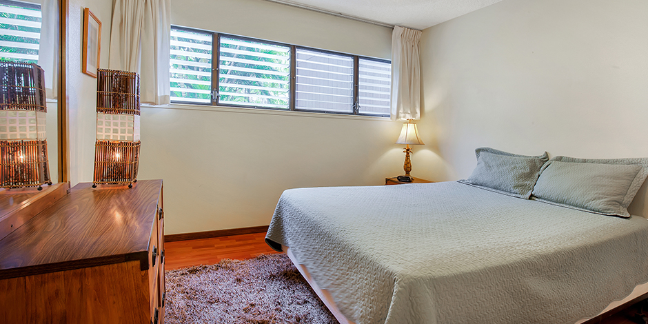 A bedroom in a 1-Bedroom Oceanfront at Molokai Shores