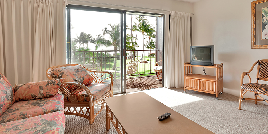 A 1 bedroom Ocean View living room at Molokai Shores