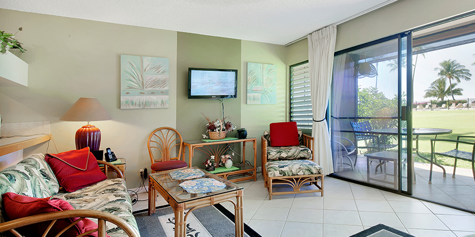 Living room wiht flat screen tv in a one bedroom Ocean View at Molokai Shores