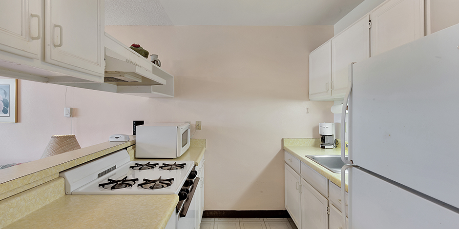 A 1 bedroom Ocean View kitchen at Molokai Shores