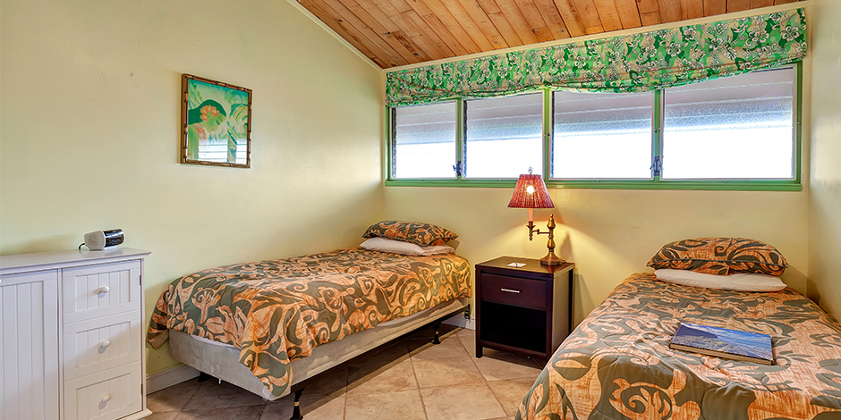 Bedroom wiht 2 queen beds in a 2-Bedroom Ocean View at Molokai Shores