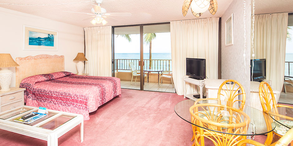 Studio Oceanfront room at Paki Maui