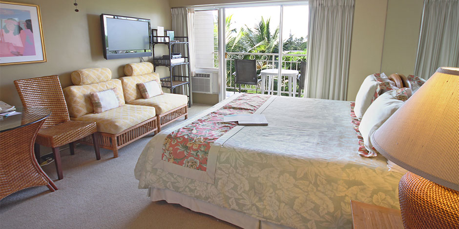 Bedroom at Castle Waikiki Shore